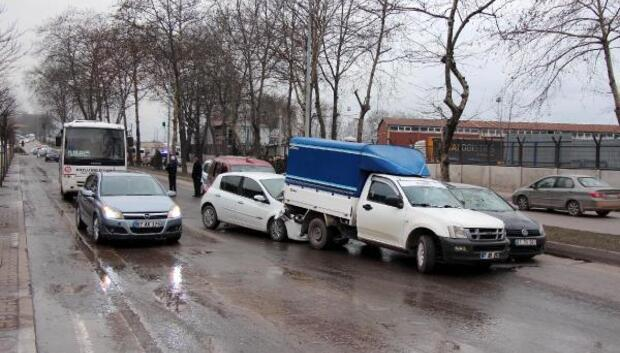 Zonguldakta 7 araç birbirine girdi