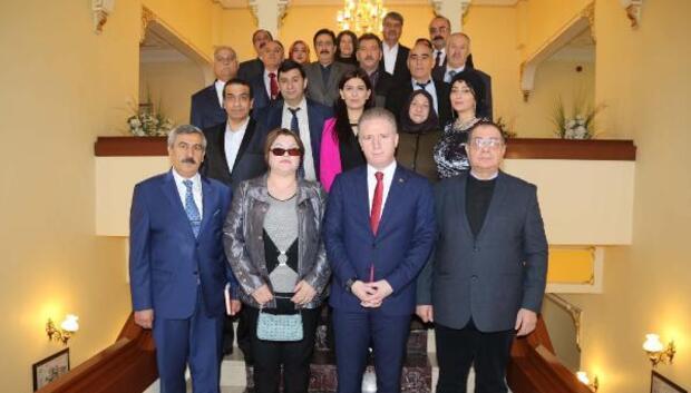Azeri sanatçılardan Vali Güle ziyaret
