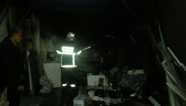 Depoda çıkan yangın paniğe neden oldu