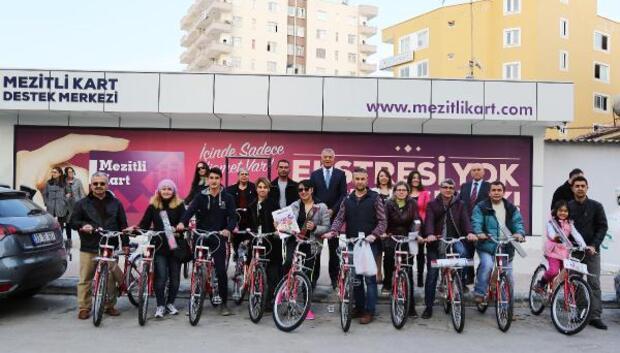 Mersin'de farkındalık için bisiklet dağıtıldı