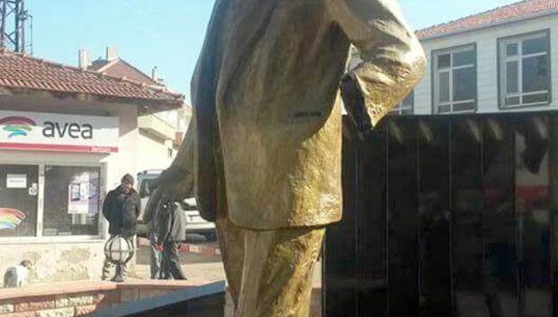 Atatürk heykelinin kopan kolu için inceleme