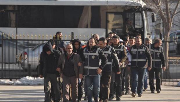 Bir günde yakalama kararıyla aranan 133 kişi gözaltına alındı