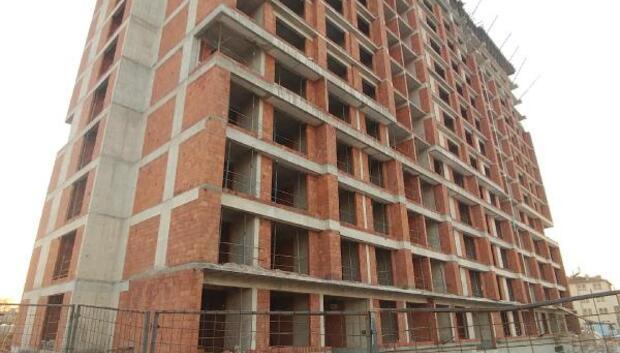 12inci kattan düşen inşaat işçisi öldü