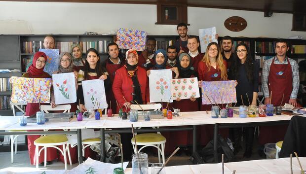 Geleneksel sanatla kıtalar birleşiyor