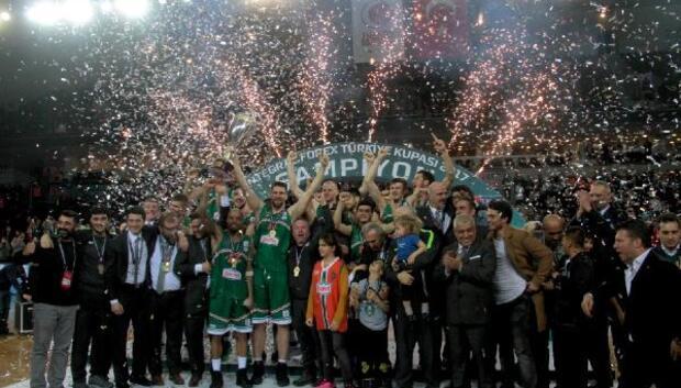 Banvit kupasını Başkan Hidayet Türkoğlundan aldı