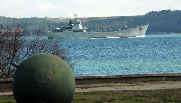 Rus çıkarma gemisi Çanakkale Boğazından geçti