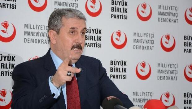"""BBP Genel Başkanı Mustafa Destici, """"Yapılan bozkurt işaretini yorumlamayı doğru bulmuyorum, magazinciler yorumlasın"""""""