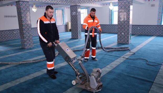 Gölbaşında camilere mobil temizlik
