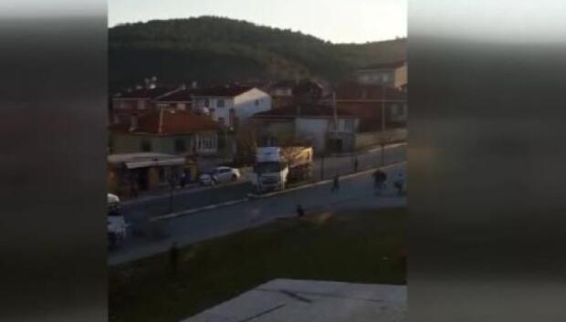Ölüm Yolunda hafriyat kamyonu sürücüsü ile mahalleli kavgası
