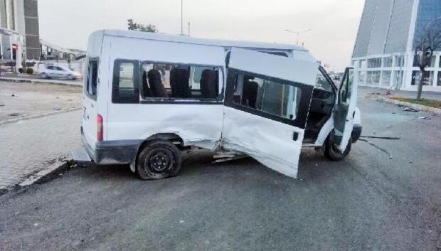 Şanlıurfada, minibüs ile otomobil çarpıştı: 1 ölü, 3 yaralı