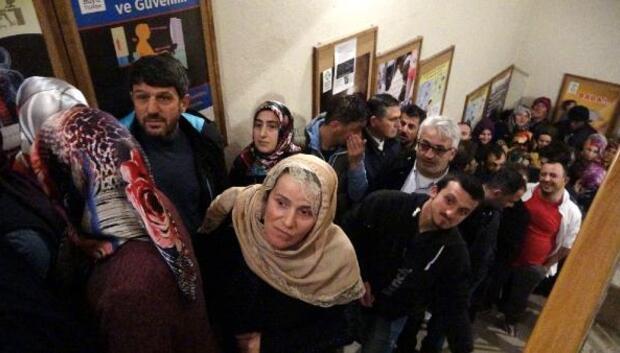 Rize'de 2 bin kişinin işe alınacağını duyan sıraya girdi
