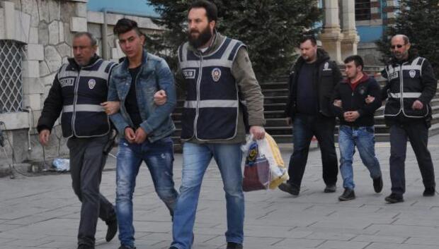 Kameradaki maskeli market soyguncuları yakalandı