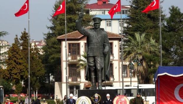 Rize'de Atatürk Anıtının konulduğu yeni alanda ilk tören