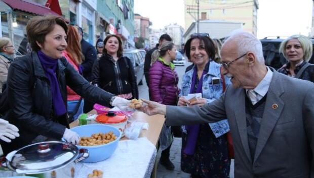 Artvinde CHPli kadınlar Hayır lokması dağıttı