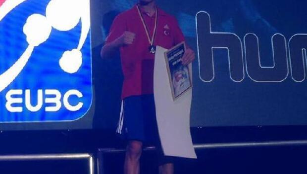 Vanlı boksör Litvanya'dan ikincilik madalyası ile döndü