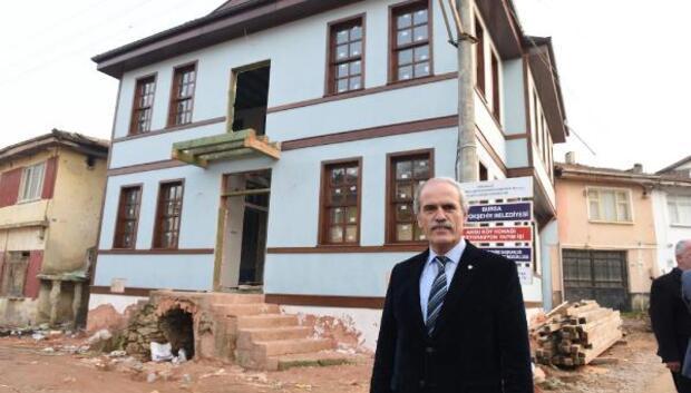 Tarihi okul binasını belediye yeniledi