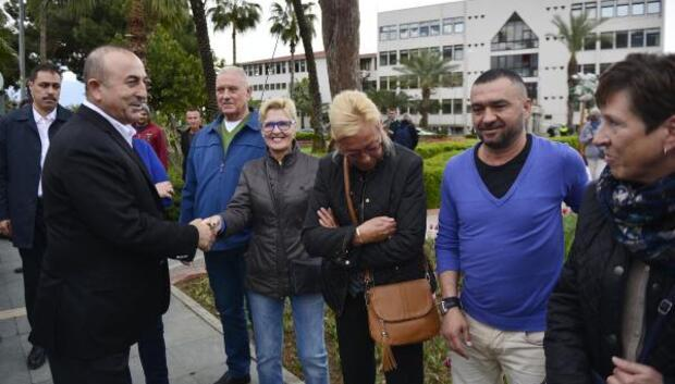 Bakan Çavuşoğlu Alanyadaki Hollandalılarla buluştu