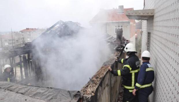 Yangında ev ve eşyalar kül oldu