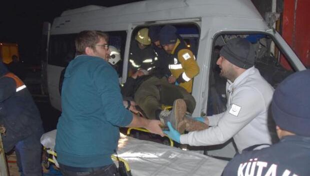Kütahyada zincirleme kaza: 2 ölü, 13 yaralı