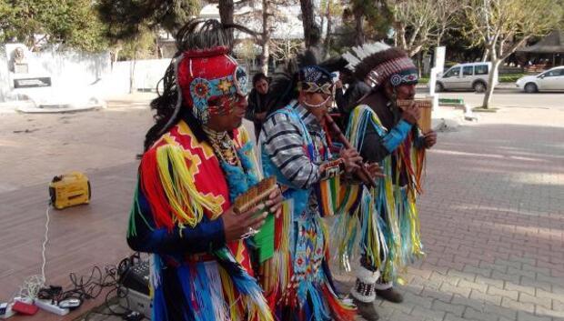 Ekvadorlu gruptan Tekirdağda parkta konser