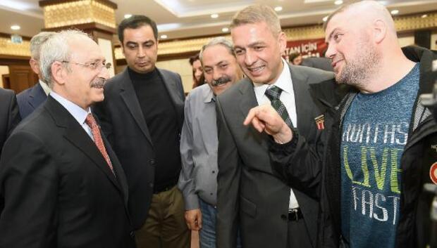 CHP Lideri Kılıçdaroğlu gazi ve şehit yakınlarıyla bir araya geldi