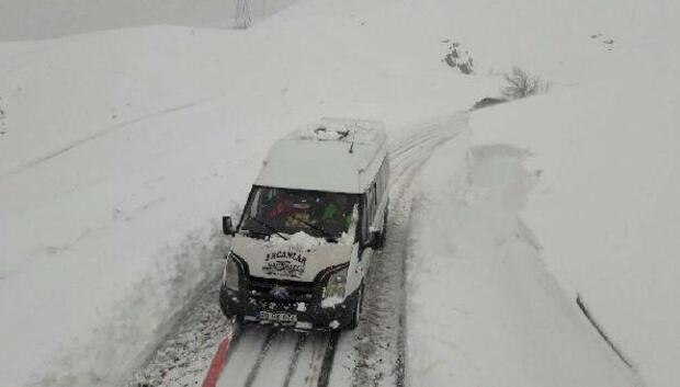 Van ve Hakkaride karın kapattığı yollar açılıyor