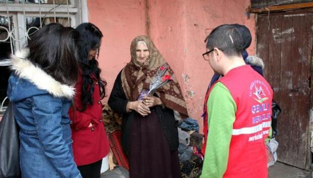 Gençlerden Nazife Nine'ye ziyaret