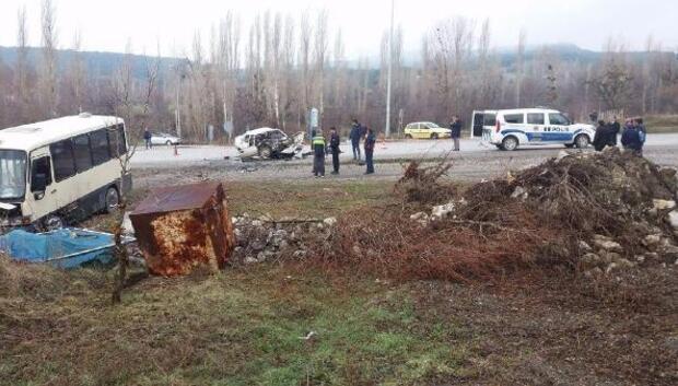 Domaniçte kaza: 1 ölü, 13 yaralı