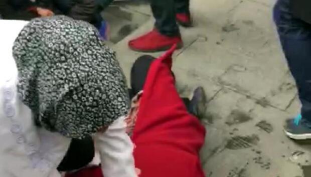 Bıçaklı kavgaya şahit olan kadın bayıldı