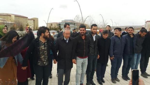 Rektör, öğrencilerle nevruzu kutladı