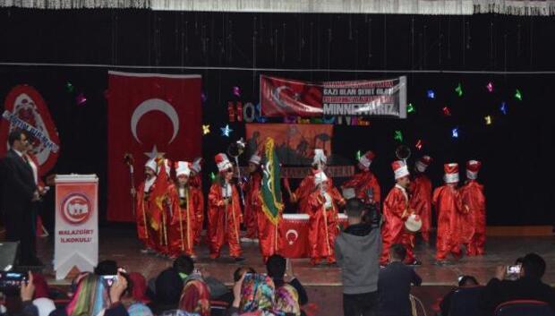 İlkokul öğrencileri Çanakkaleyi canlandırdı