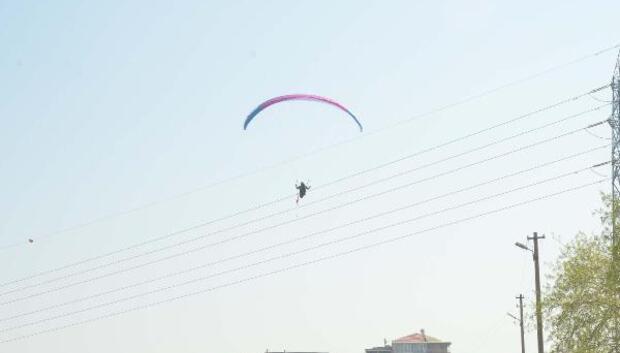 Yamaç paraşütü ile tehlikeli yolculuk