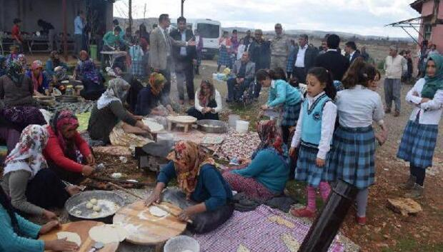 Besni'de öğrenciler baharın gelişini kutladı