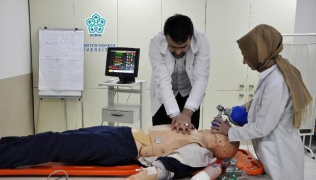 NEÜ'de tıp ve sağlık öğrencilerinin özgüveni artıyor hata oranı düşüyor