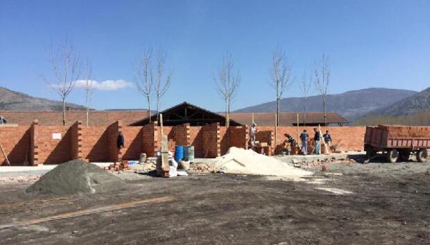 Turhalda hayvan barınağı inşaatı sürüyor