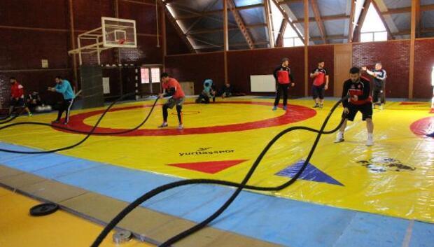 Grekoromen güreş milli takımı Boluda kampa girdi