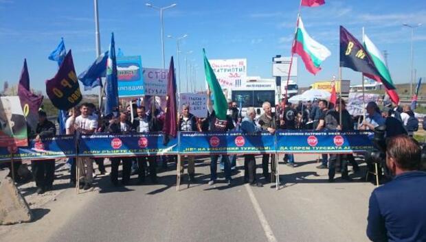 Bulgaristandaki seçime giden soydaşlara protestocu engeli (2)