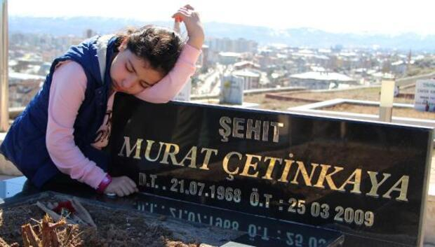 Helikopter kazasında ölenler mezarları başında anıldı