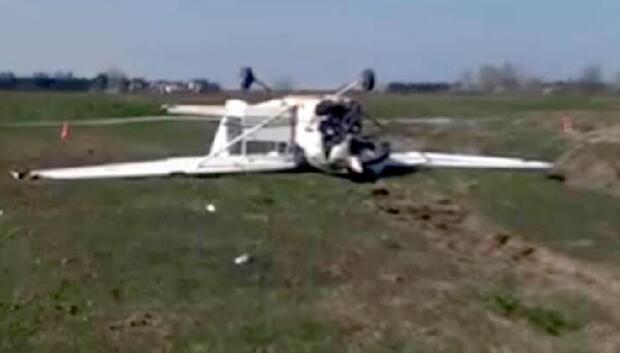 Samsun'da eğitim uçağı inişte kırım geçirdi- ek fotoğraf