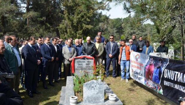 Silahlı saldırıda hayatını kaybeden teknik adamlar mezarları başında anıldı