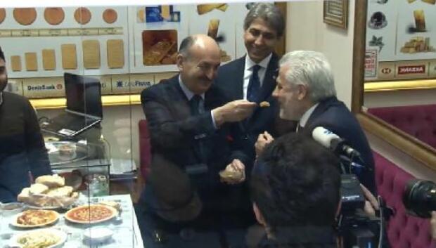 Bakan Müezzinoğlundan Kapalıçarşıya referandum ziyareti