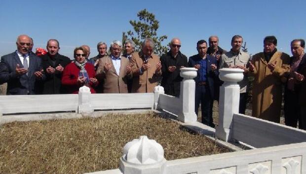 Murat Çobanoğlu mezarı başında anıldı