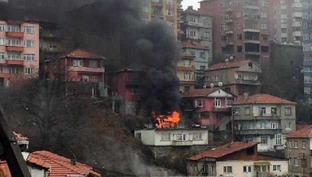 Zonguldakta evin üstündeki kömürlük yandı