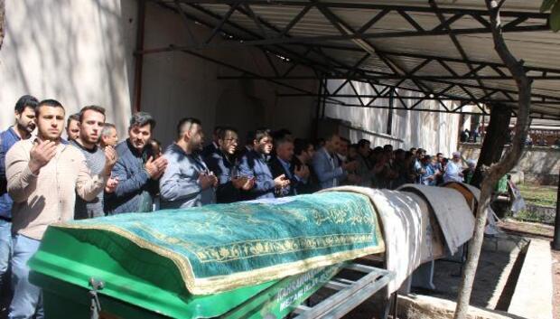 Kahramanmaraştaki kazada ölen 5 kişi toprağa verildi