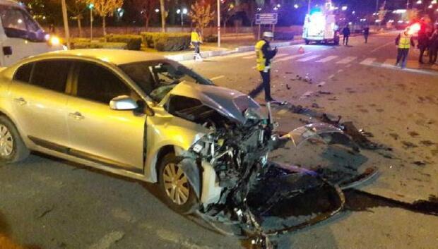 Elazığda otomobil ambulansa çarptı: 2 yaralı