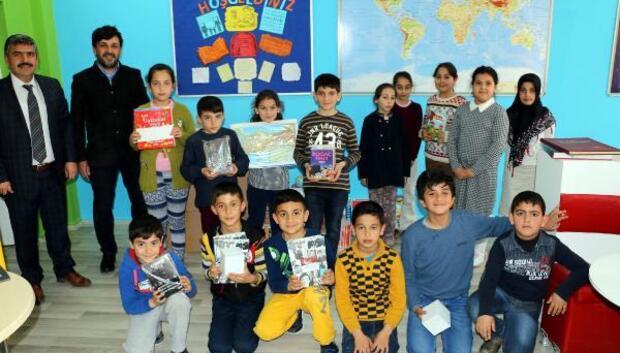 Hürriyet yayınlarından okul kütüphanesine kitap desteği