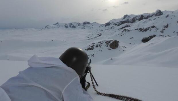 Erzincanda teröristlerin sığınakları imha edildi