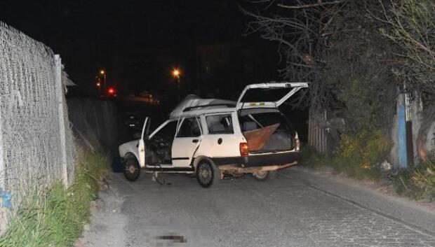 Eyleme giden PKKlıların otomobilinde bomba patladı: 1 terörist ölü, 1 terörist yaralı