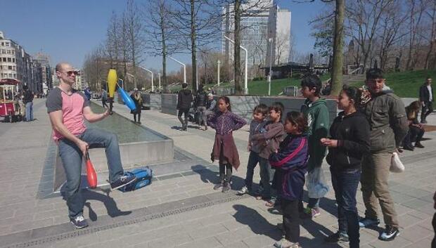 Suriyeli çocukların ABDli jonglöre ilgisi