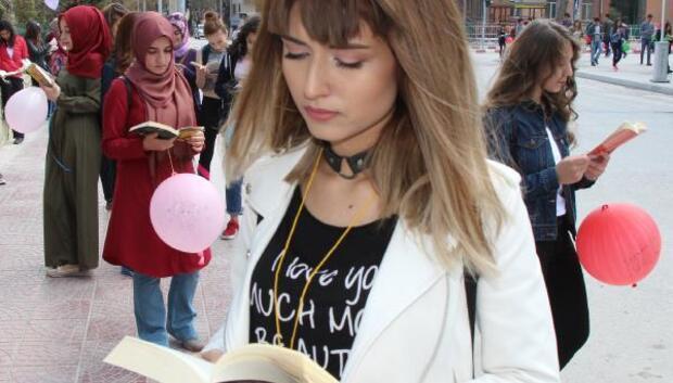 Öğrencilerden kitap okuma yürüyüşü